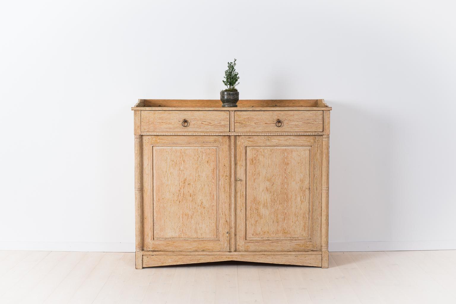 swedish gustavian sideboard fr n antik. Black Bedroom Furniture Sets. Home Design Ideas
