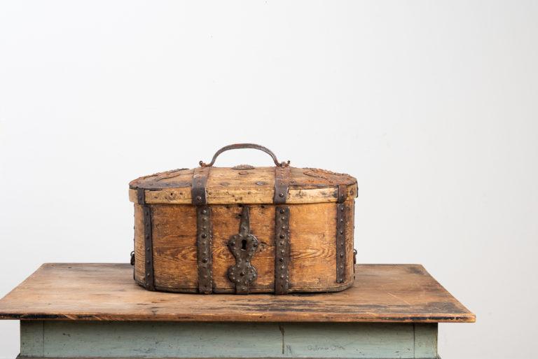 Swedish travel box in pine