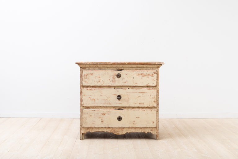 Small charming bureau in baroque with 3 drawers