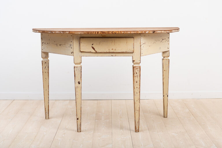 Gustavian provincial console table / sideboard from Skellefteå in northern Sweden