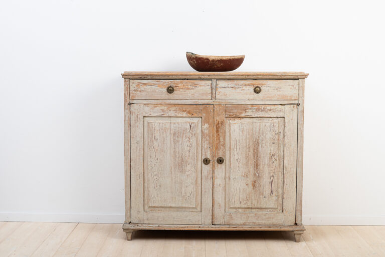 Gustavian sideboard from Hälsingland. Dry scraped to the first layer of paint.