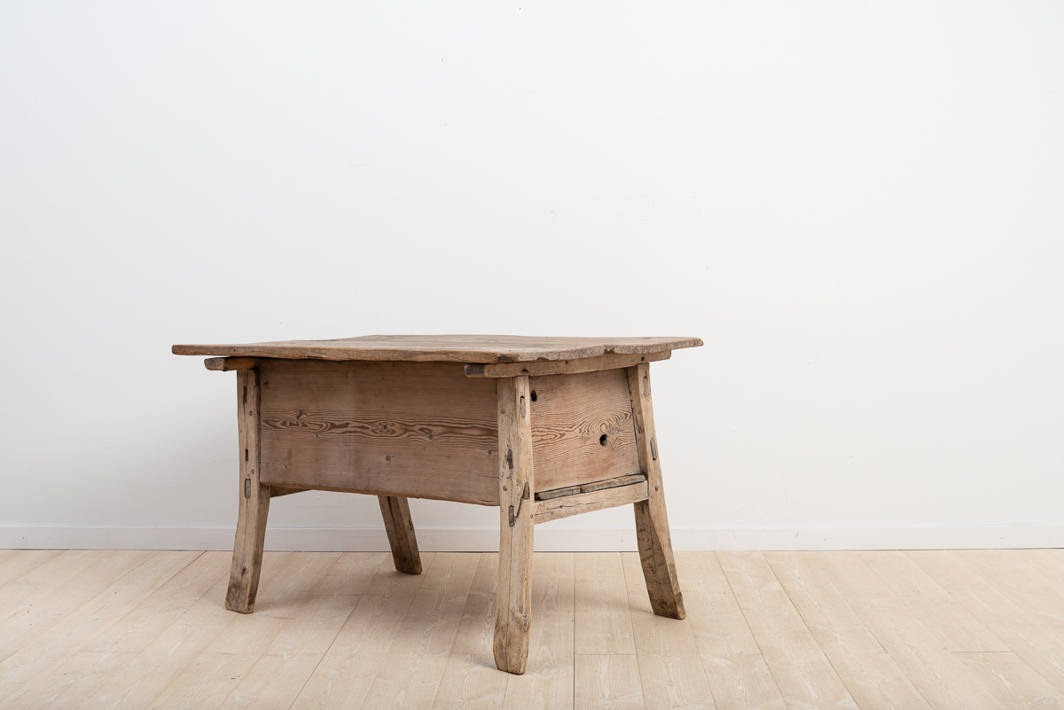 Rare primitive and early folk art table. Popularly known as the Hedna Table