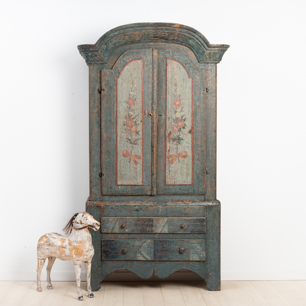 Rococo cabinet from Jämtland, northern Sweden. Dry scraped to the original paint with marbled drawers and doors with flowers.