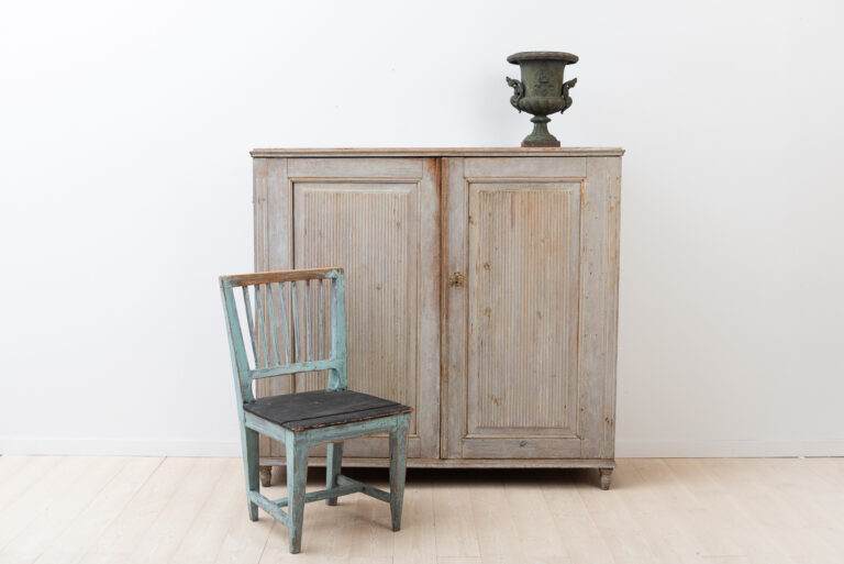 Swedish provincial gustavian sideboard. Doors with a ribbed decor.