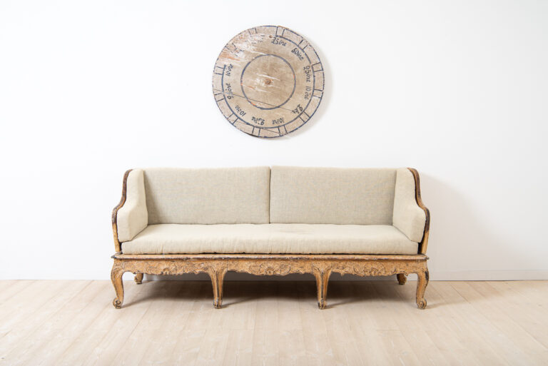 Swedish sofa manufactured in Stockholm around 1770.Old original seats padded with horsehair. Reupholstered.