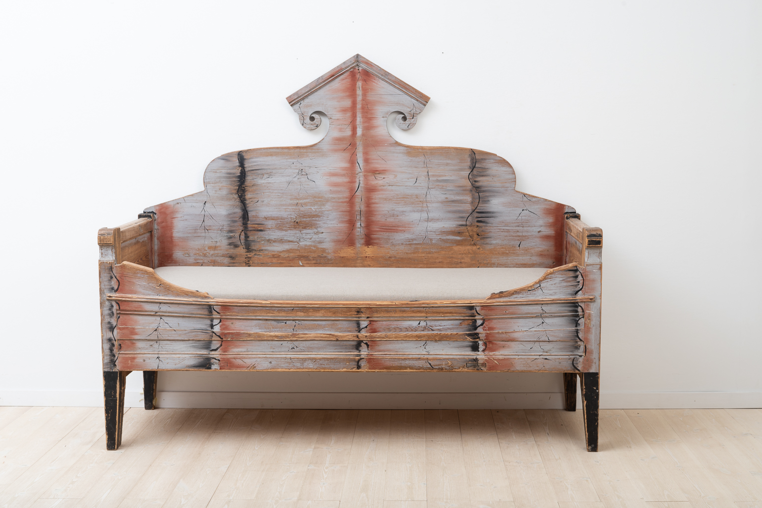 Sofa bed from northern Sweden. Antique compact living.