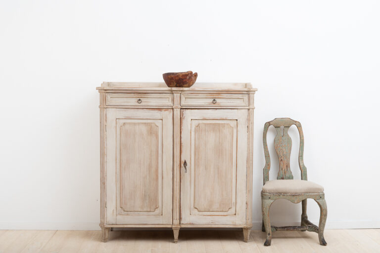 Mid 19th century sideboard made in Sweden. Gustavian style. Original and fully functional lock and key.