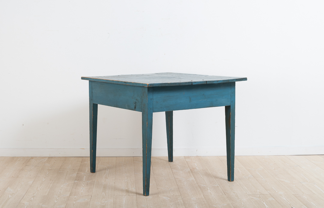 Gustavian side table from northern Sweden. The table is in untouched original condition with marbled blue original paint. Height to rim is 51 cm. 971