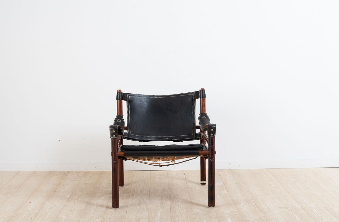 SIROCCO safari chair designed by Arne Norell. Manufactured by Norell Furniture during the second half of the 20th century. 972