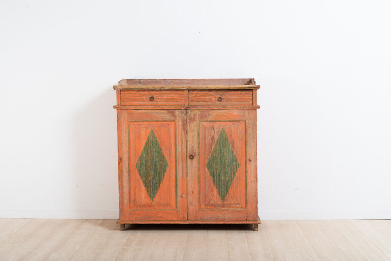 Gustavian sideboard with decorative diamonds on the doors. Dry scraped original paint. Newer hinges from the mid-19th century.