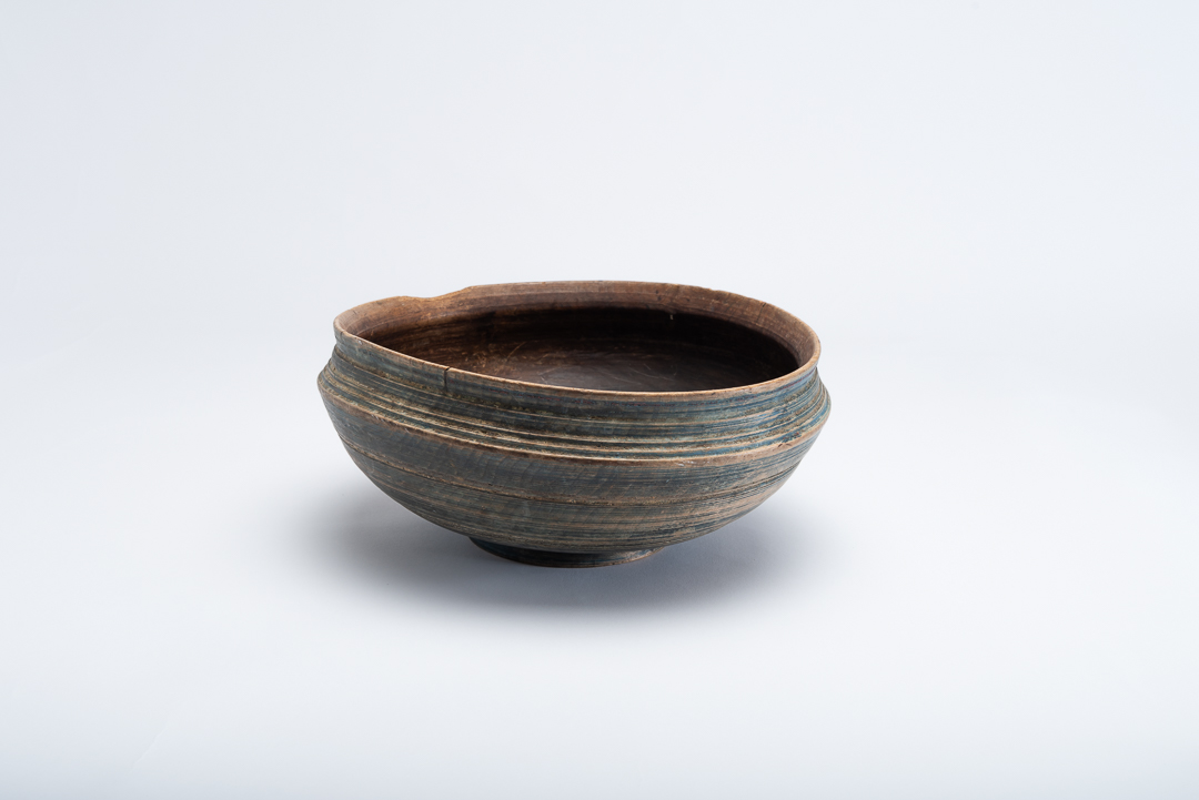 Swedish wooden bowl with unusual shape. Decorated with a large lathed decor on the outside. Crafted in northern Sweden around the year 1800.