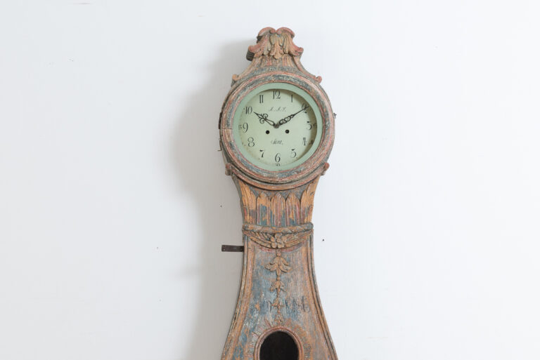 Rare Long Case Clock from Hälsingland in northern Sweden. The clock is from the smaller village of Ljusdal in the county of Hälsingland. Manufactured 1790