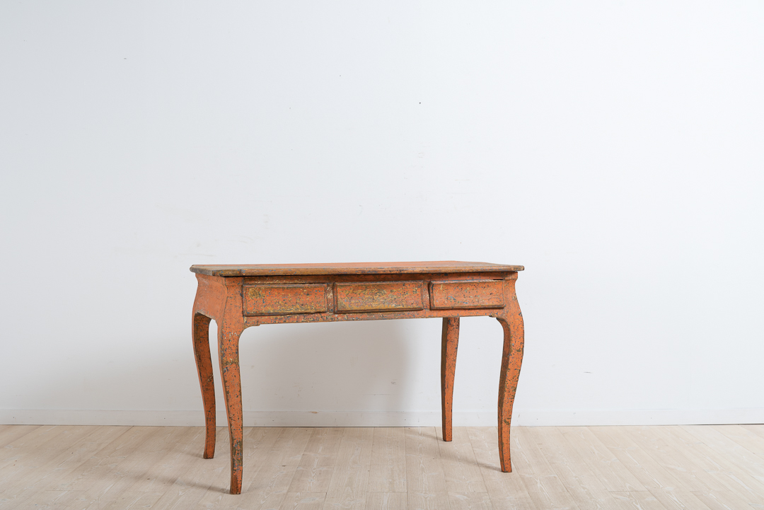Northern Swedish rococo desk with profiled table top and curved rims. Dry scarped to the original first layer of paint. Manufactured from pine around 1770