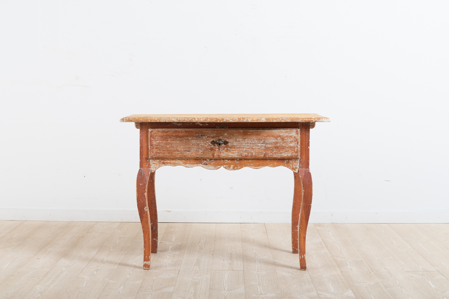 Provincial rococo side table or window table. Manufactured in northern Sweden during the late 1700s. Later lock and key in working condition.