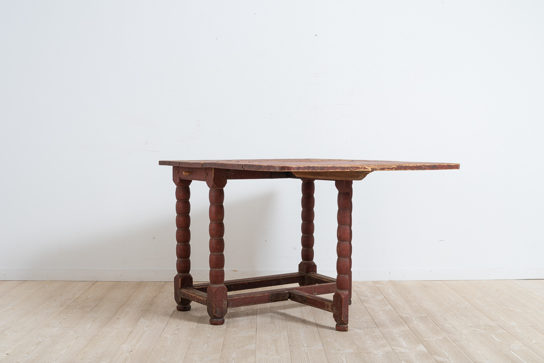 Baroque drop leaf table with one foldable table top. Original condition with red original paint. nice untouched patina. Northern Sweden around 1760