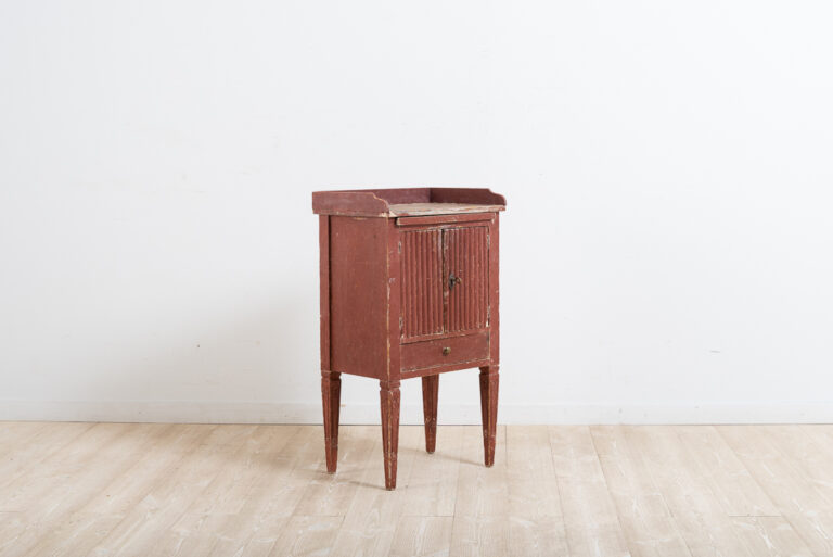 Gustavian Nightstand from the Late 1700s