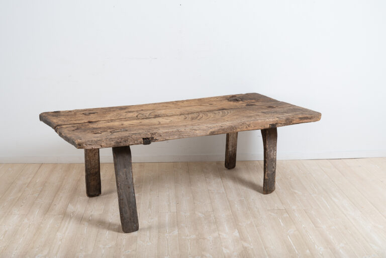 Primitive and Rustic Folk Art Table - 'Hednabord'