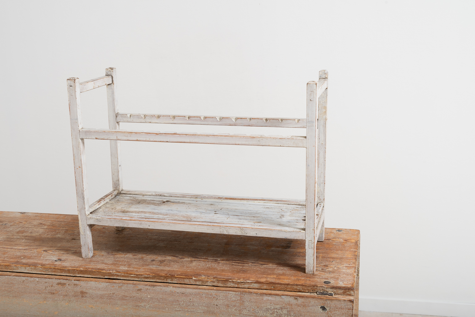 Folk art plate rack in pine. White original paint. From northern Sweden and made during the late 19th century. For more Miscellaneous