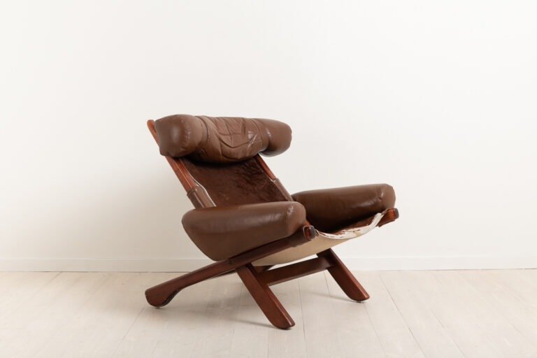 Mid century modern armchair from the 1960s / 1970s. The chair have similarities to the works by Arne Norell but this is not one of his chairs.