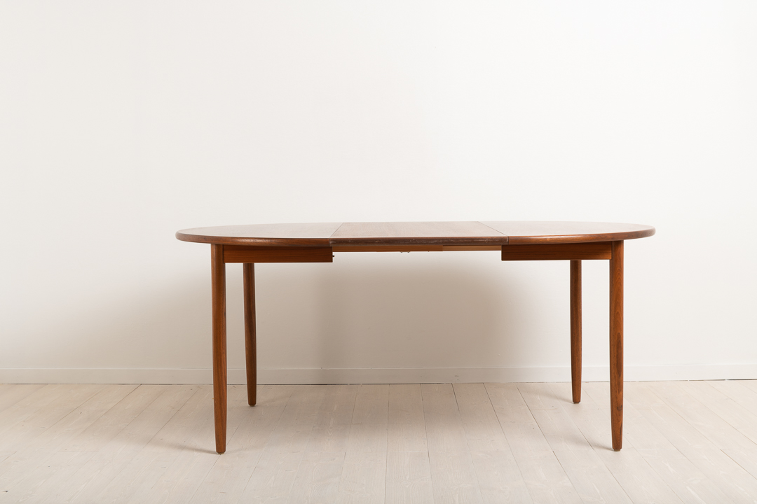 Dining table in teak from the mid century, around 1960s. Mostly likely from Danmark the table has two extra table tops. The table is in very good vintag