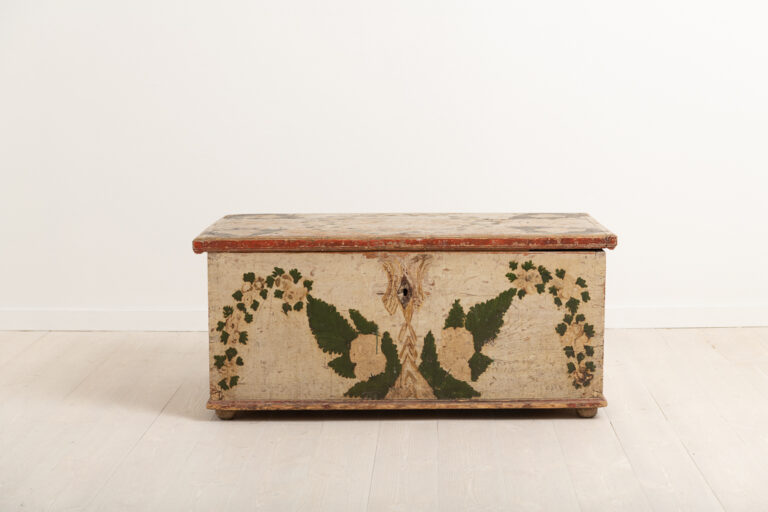 Folk art chest in untouched original condition. With a great natural patina due to 200 years of use. Unusual paint. The key is missing