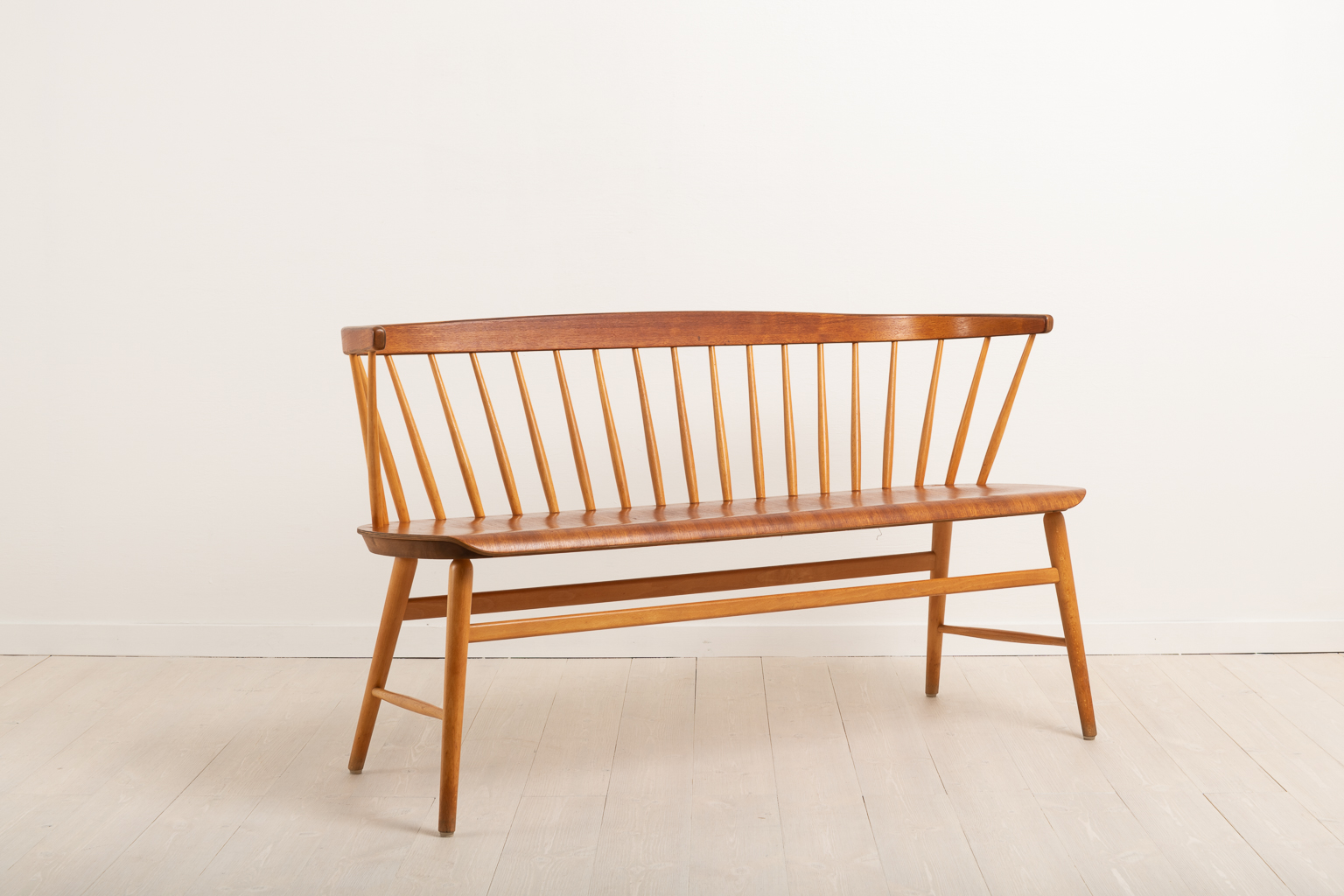 Sofa 'Florett' by Ebbe Wigell. Designed by E. Wignell and manufactured during the 1950s by The Wigell Brothers Chair Factory (Bröderna Wigells Stolfabrik).