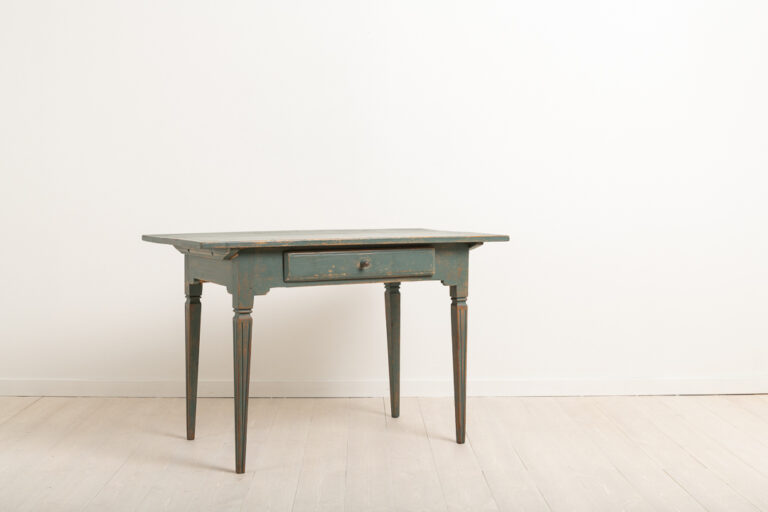 Swedish Gustavian Side Table in Painted Pine