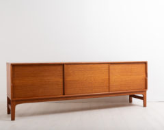 Sideboard by Yngvar Sandström for AB Seffle Möbelfabrik. Designed and manufactured during the 1960s. Made from teak. Sleek and minimalist design