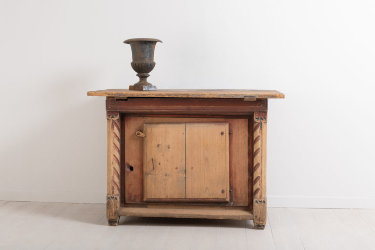 Very Rare Baroque Kistbord or 'Chest-Table'
