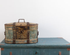 Folk art travel box. The box is in original condition and with original paint. Dated 1864 and manufactured in northern Sweden.