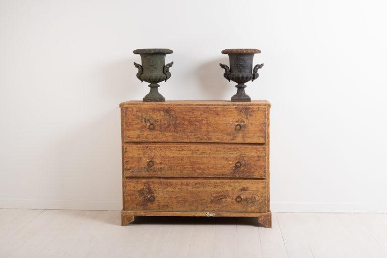 Primitive folk art bureau. Simple model with hardware in iron. Made in northern Sweden around 1820. Untouched original condition