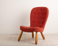 Clam Chair or Muslinge armchair attributed to Philip Arctander. The chair is typical to the mid century modern and retro style with the bright pattern