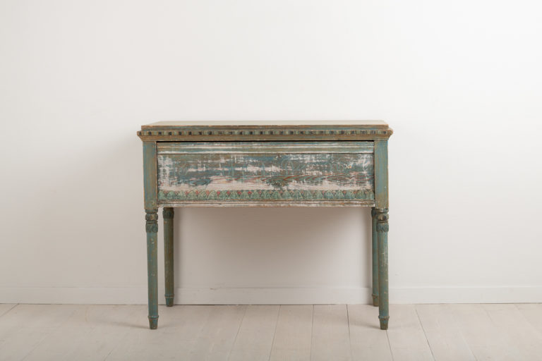 Neoclassic Console Table in Painted Pine