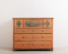 Primitive chest of drawers from the early 19th century. The chest is folk art and originates from northern Sweden. Made from pine and painted salamon pink
