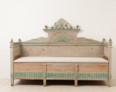 Neoclassical Swedish sofa from the gustavian period. The sofa is a province work from northern Sweden and made around 1790 to 1800. Made in painted pine