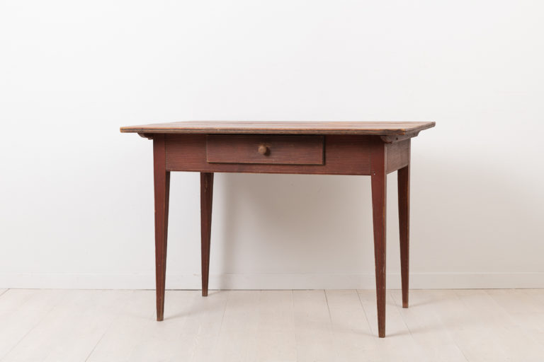 Neoclassical Desk with a Ribbed Decor
