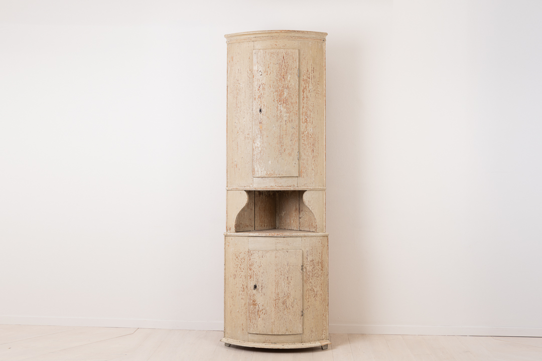 Neoclassical corner cabinet made around 1790. The cabinet is from northern Sweden and made in two parts. Painted pine dry scraped to the original first layer of paint