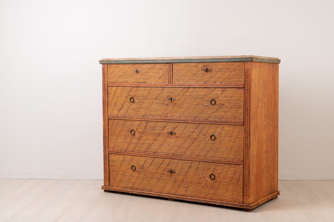 Chest of Drawers in Neoclassical style