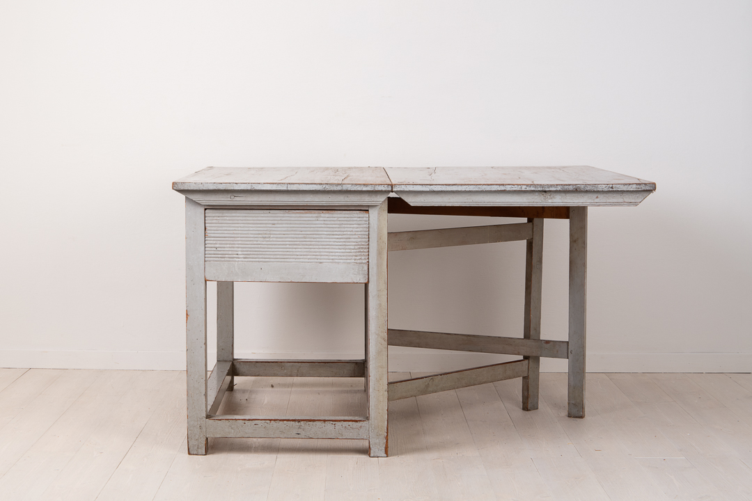 Drop Leaf Table in Neoclassical Style