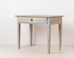 Charming small side table in neoclassical style. Otherwise known as gustavian style in Sweden. Made around 1790 to 1800 in northern Sweden.
