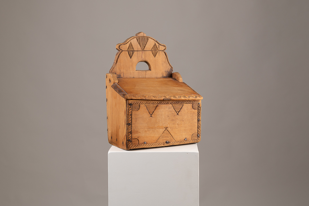 Swedish Folk Art Box in Pine with Carved Wooden Decor