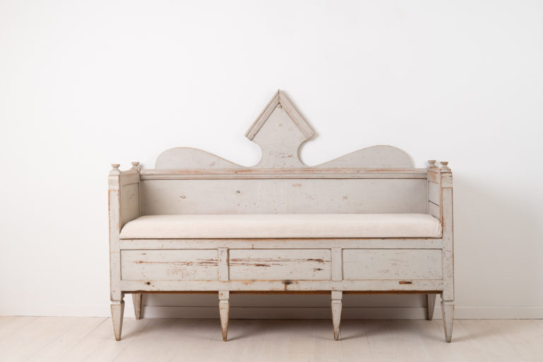 Folk art sofa in neoclassical style from northern Sweden. The sofa is from the turn of the century 1700 to 1800. Painted pine with the original grey-toned paint.