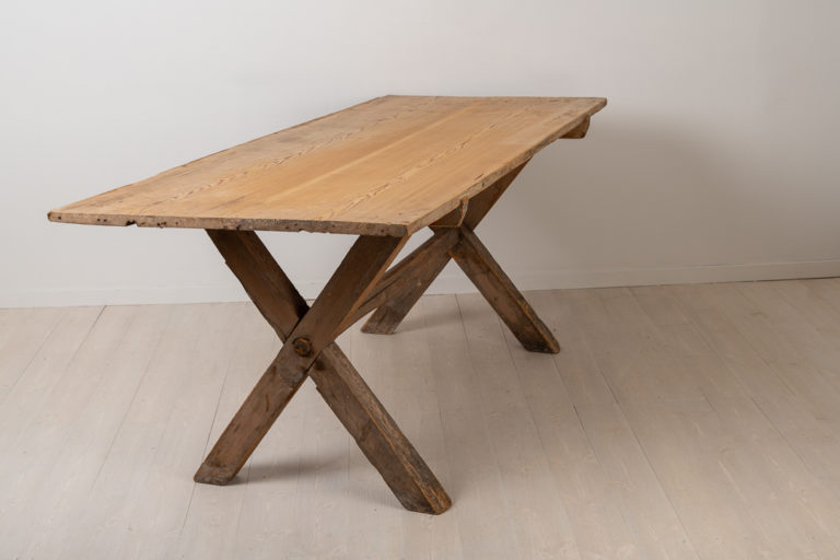 Rustic and Primitive Table Made in Pine
