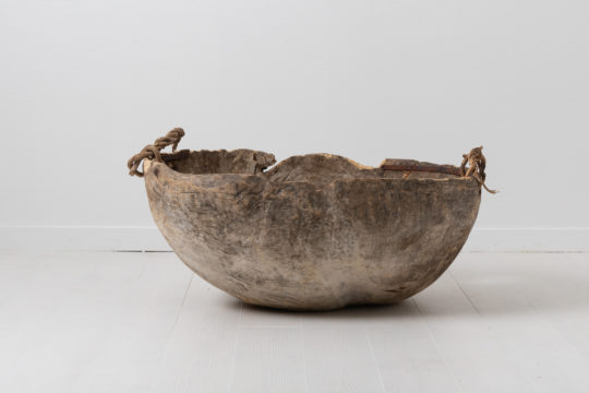 Unusually large root bowl in folk art. The bowl is primitive and dated 1718 and has a carved house mark. Made in northern Sweden