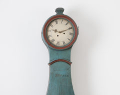 Long case clock with blue paint from northern Sweden. The clock is from the first half of the 1800s and made from Swedish pine.