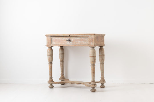 Unusual baroque side table with turned legs and original paint. Made in Sweden around 1760 to 1770 in painted pine. Healthy and solid frame