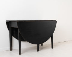 Black drop leaf table in neoclassical style with straight tapered legs. Made in northern Sweden around the year 1800 which makes the table period neoclassical