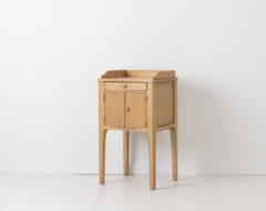 Swedish gustavian nightstand made circa 1790. The nightstand has distressed paint and doors with a ribber decor. Original wooden knobs on the drawer and door