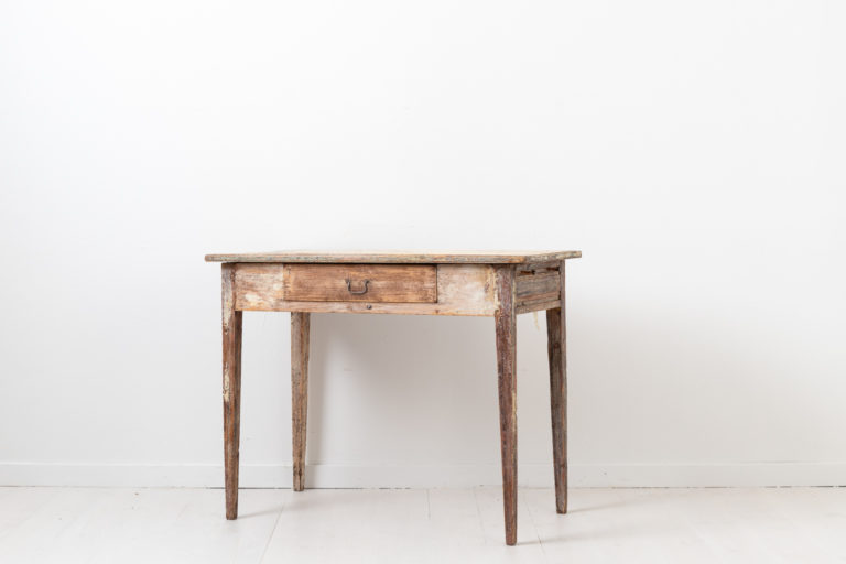 Swedish Desk in Gustavian Style from the Early 1800s