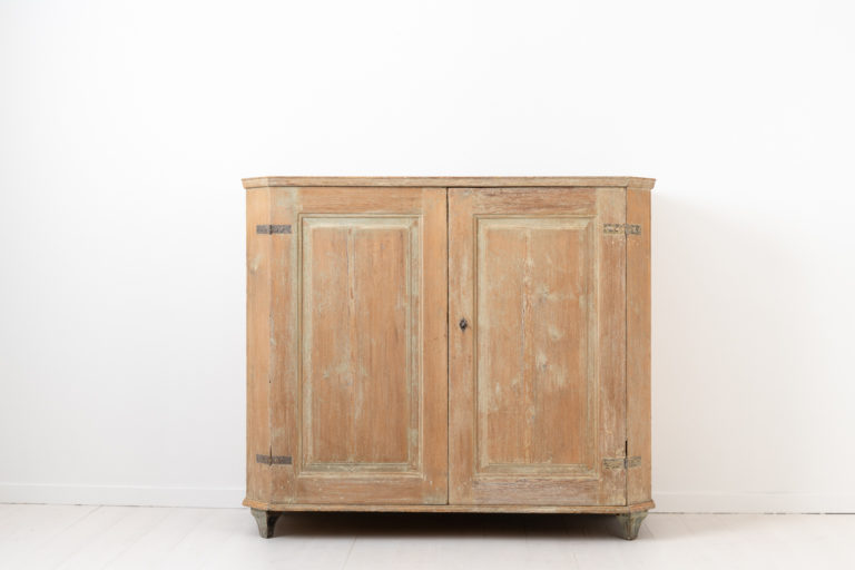 Gustavian Neoclassical Sideboard from Northern Sweden